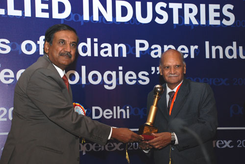 Dr. S L Keswani, receiving  IARPMA Excellent award for his yeoman Service to the Indian Paper Industry from Shri. Vijay Gupta, Secretary, MNRE, Govt. of India in the year 2