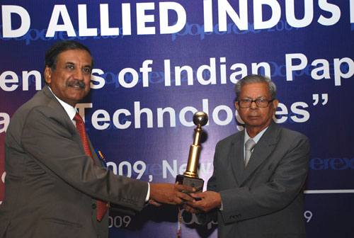 Dr. A Panda receiving IARPMA Excellent award for his yeoman Service to the Indian Paper Industry from Shri. Vijay Gupta, Secretary, MNRE, Govt. of India in the year 2009.