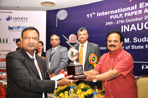 Mr Ajay Goenka  receiving  IARPMA Excellent award for his yeoman Service to the Indian Paper Industry from Shri.  E M Sudarshana Natchiappan, Hon'ble Union Minister of State for Ministry of Commerce and Industry